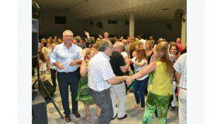 Alegría radical. El optimismo en las filas del centenario partido se percibió en el baile de fin de año en Diamante.