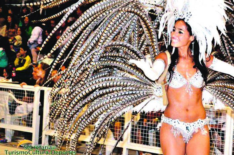 PARTICIPATIVO. La fiesta en Gualeguay tiene como característica la integración del público con las comparsas.