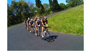 En la bicicleta. El trazado del Arnoldo Sabino Pucheta es testigo de cada entrenamiento. Alberto Ortenzi encabeza el pelotón.