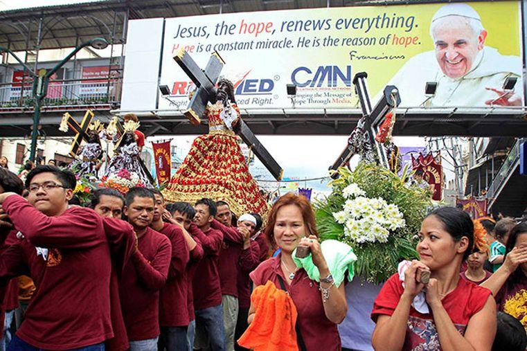 Agentes de tránsito filipinos usarán pañales por visita del Papa