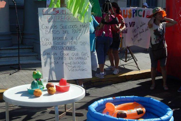 """Fotos: Instalaron un """"parador de los trabajadores"""". Fotos: Agmer Paraná/Facebook"""