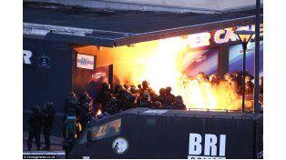 París: cuatro rehénes muertos en los operativos que abatieron a los terroristas de la masacre