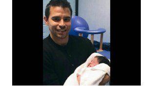 Nació el segundo hijo de Romanela Amato y Javier Saviola