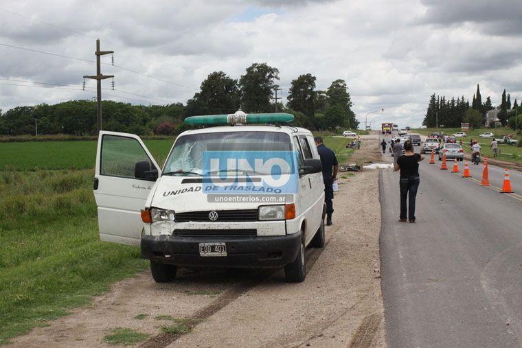 El conductor de la motocicleta murió en el lugar del accidente. (Foto UNO/Juan Ignacio Pereira)