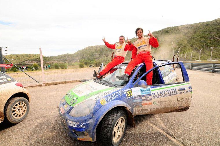Con el Ka. Junto a Marcelo Colombo fueron campeones de la Junior. Hoy ese título en mano sueñan con avanzar de categoría.