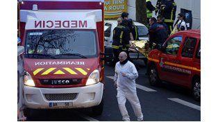 Matan a una mujer policía en un tiroteo en el sur de París un día después del atentando