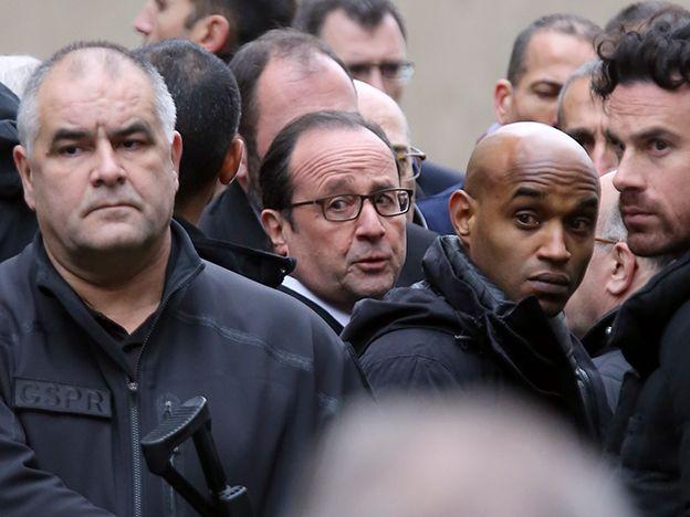 Videos: Filman el salvaje fusilamiento contra un policía durante el ataque a la revista francesa