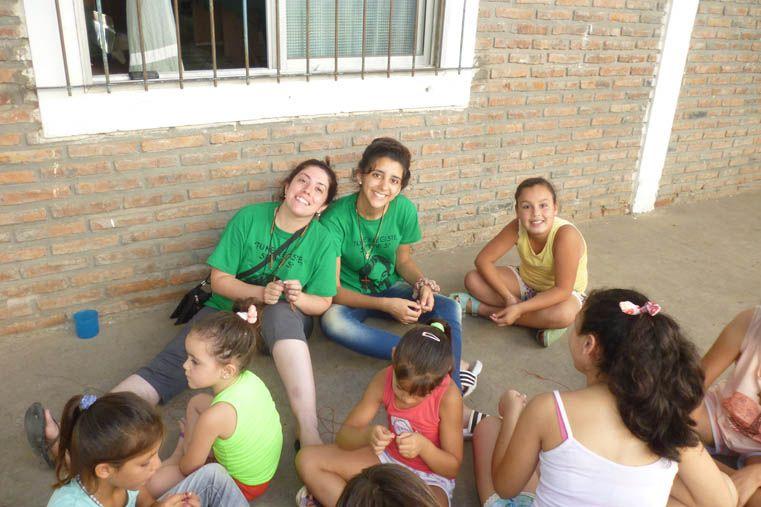 El verano también invita a los jóvenes a misionar