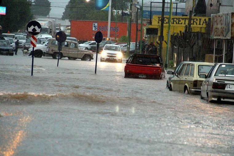 Un río en plena ciudad. Producto del aguacero