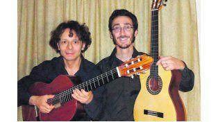 Guitarras. El dúo Walter Gómez - Mauricio Laferrara abrirá el ciclo.