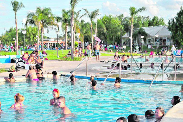AGUA. Las termas complementan la oferta de playas en la ciudad.