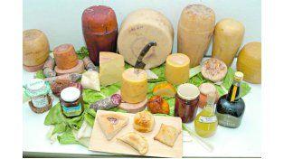 Variedad de quesos y conservas entrerrianas.