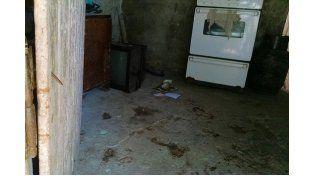 Arrestado. En la cocina de la vivienda de calle 968 Pretti fue detenido. En el lugar quedaron los rastros de sangre producto de los balazos recibidos.  Foto: Gentileza/ Radio Punto Com FM 1007