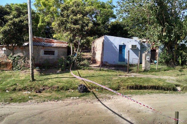 Cercado. En el lugar del hecho trabajaron Criminalística e Investigaciones.   Foto: Gentileza/ Radio Punto Com FM 1007