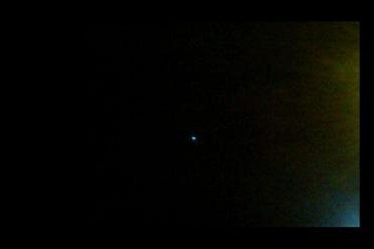 Una luz intensa apareció pudo observarse en diferentes sectores de Gualeguaychú el lunes por la noche. (Foto radio Máxima)