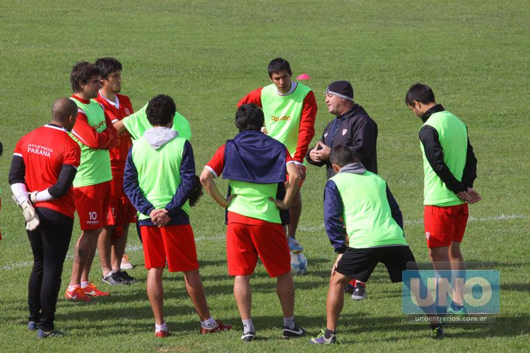 En el Decano el trabajo comenzará a las 17 en el estadio Pedro Mutio.  Foto: OVACIÓN / Juan Ignacio Pereira