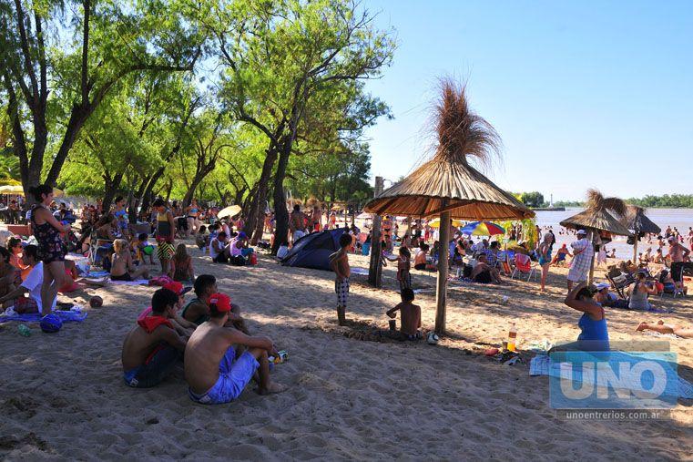 Colmada. La playa del balneario Parque ayer contó con una importante concurrencia.