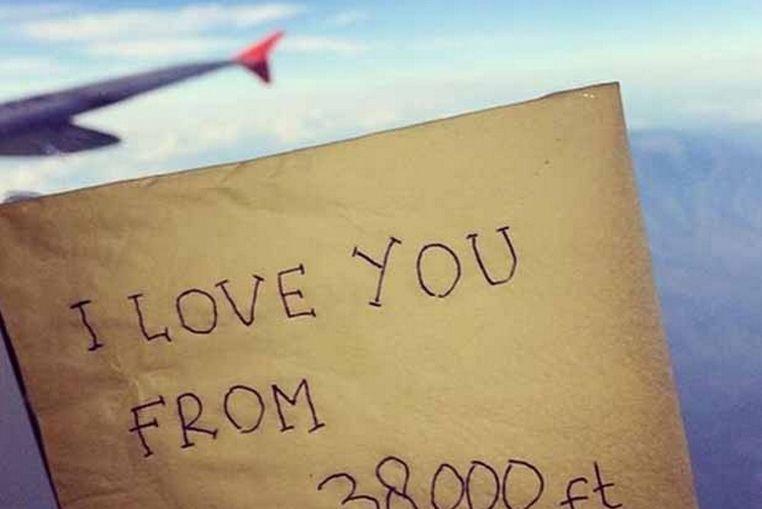 Mensaje de azafata muerta en accidente de AirAsia emociona las redes