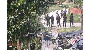 Disputa. En Entubado y Espejo el tiroteo que terminó con la vida de Romanutti alarmó a los vecinos. (Foto: Gentileza/Lector de UNO)