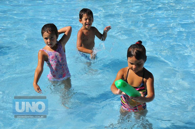 Extremar los cuidados. Deben tomarse mayores recaudos cuando los niños van a exponerse al sol. (Foto: UNO/Juan Manuel Hernández)