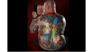 Se tatuó más de 200 personajes de Los Simpson