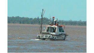 El cuerpo fue hallado este sábado a orillas del lago. (Foto Chajarí al Día)