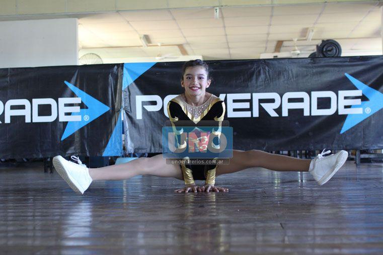 Talento. Con mucho entusiasmo las alumnas de Sabater desarrollan sus habilidades. Hacen coreografías llenas de destrezas.  (Foto UNO/Juan Ignacio Pereira)