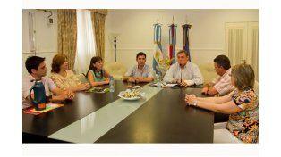 García entregó a portes para viviendas para educadores de Chajarí.