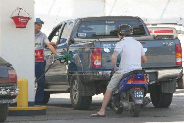 Comienza a regir la reducción del 5% en los precios de la nafta y el gasoil