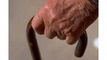 anciana de 83 anos fue molida a golpes por su pareja