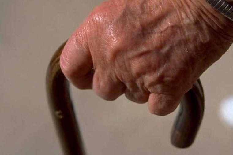 Anciana de 83 años fue molida a golpes por su pareja