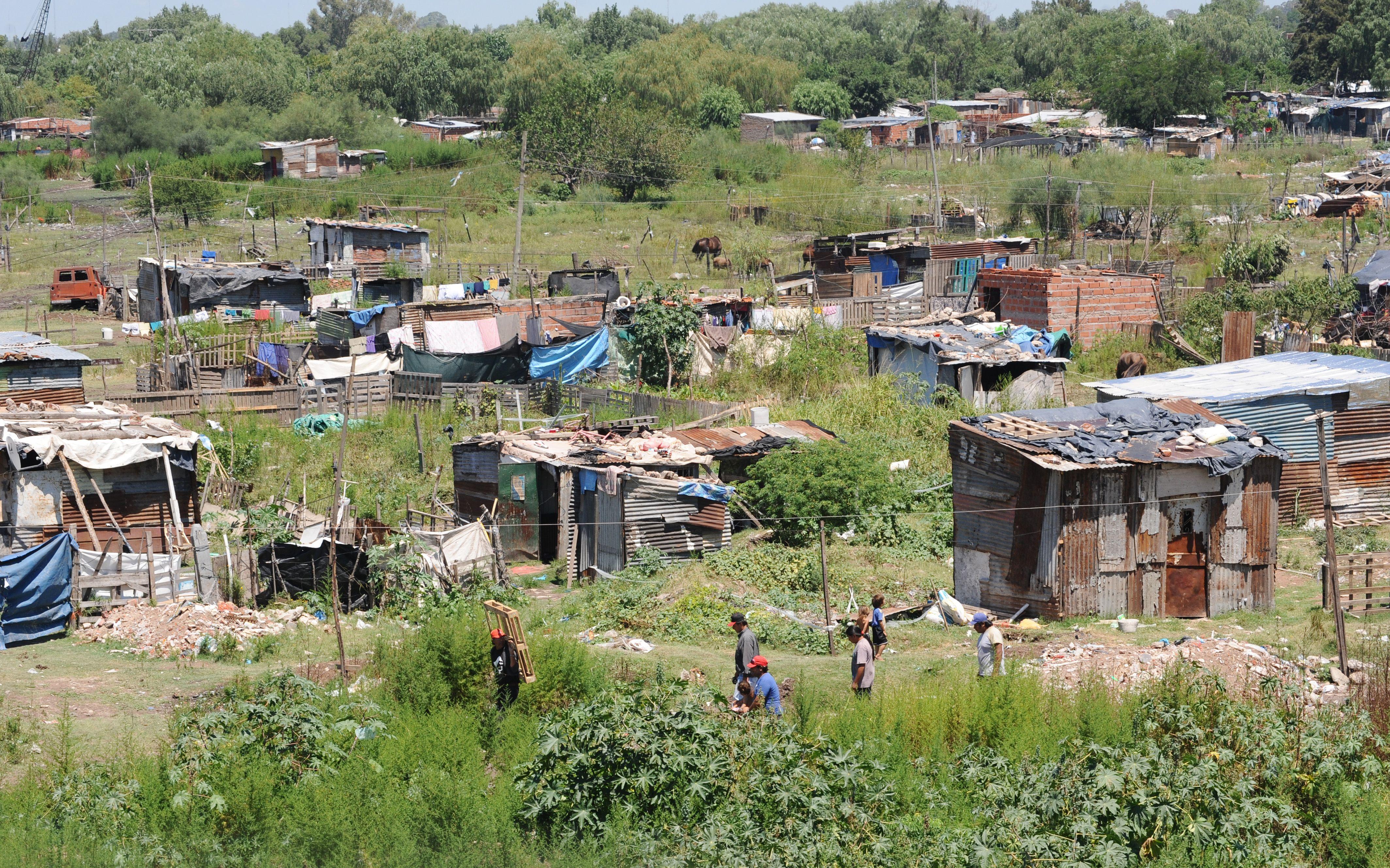 Para la UCA, la pobreza podría aumentar de forma importante
