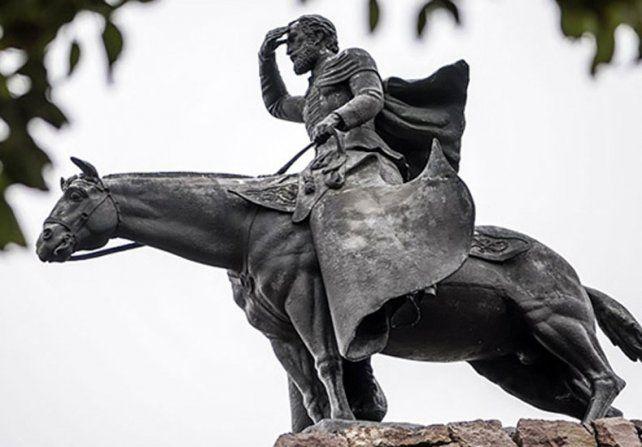 El monumento en Salta al prócer de la Revolución.