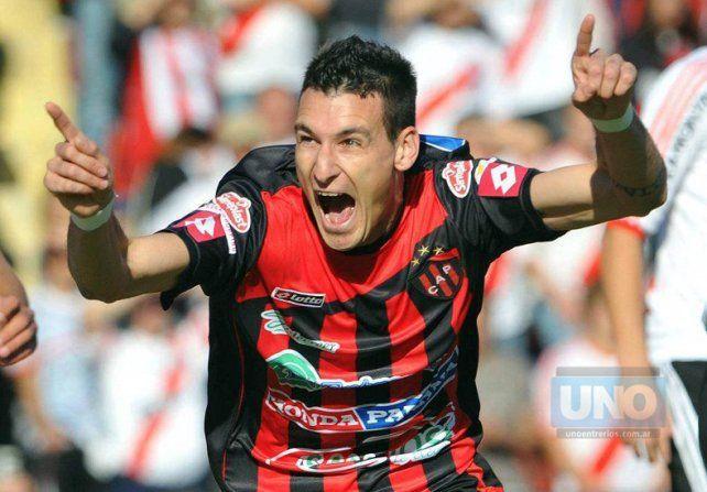 El delantero vistió durante cinco años en Patronato. El gol ante River