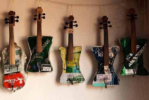 El mundo les da basura, ellos devuelven música