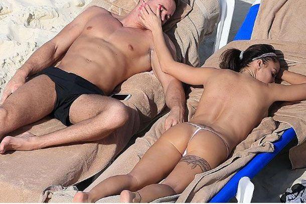 Katie Price Accidente En Su Boda Y Topless En La Playa