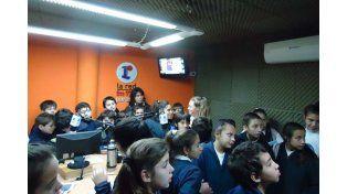 Alumnos de tres escuelas visitaron Radio La Red esta semana