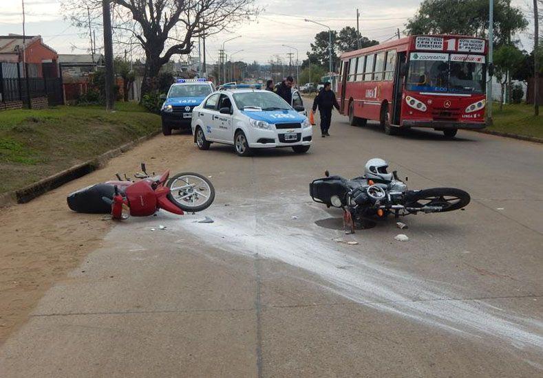 Una nena y sus papás, heridos tras un choque de motos