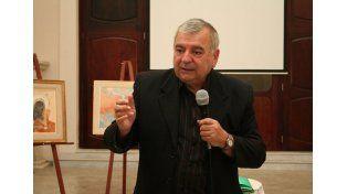 Conferencista. Giménez es columnista en medios porteños y ha escrito varios libros.