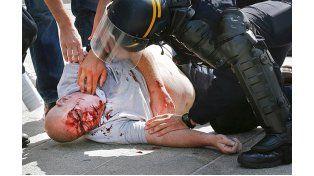Los choques entre los barras dejó decenas de heridos. Foto Internet.