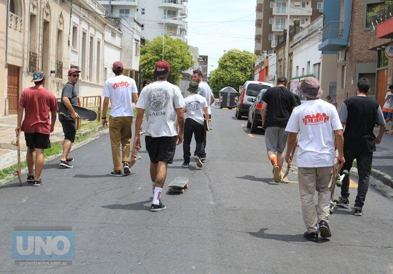 La pandilla de Sabor en la producción de la foto de tapa de Diario UNO de Entre Ríos. Foto Juan Ignacio Pereira.
