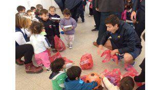 Solidarios. Un grupo de jugadores visitó el Jardín Municipal Barranquitas Sur