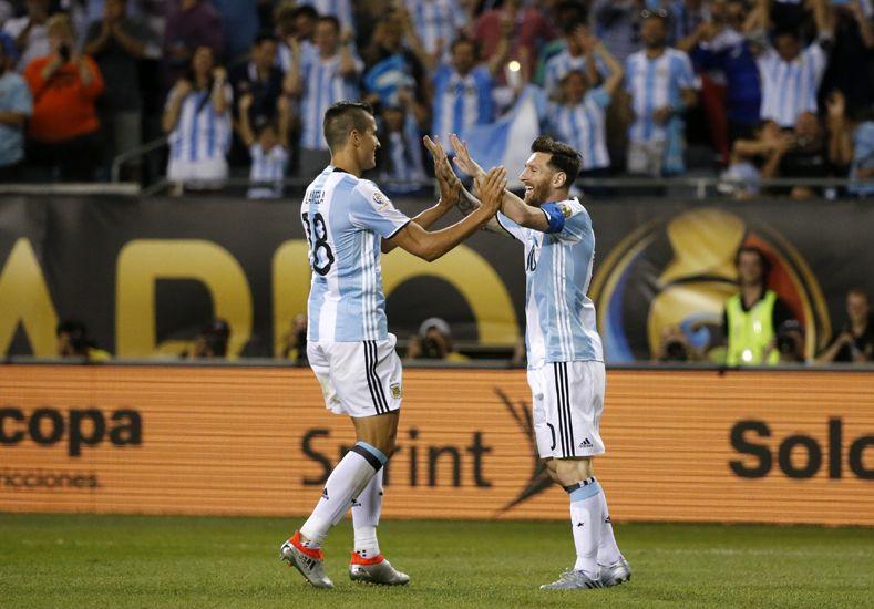 El rosarino marcó tres goles en media hora.