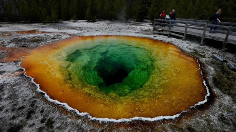 La trágica muerte del joven que cayó a una fuente termal en el parque de Yellowstone y desapareció