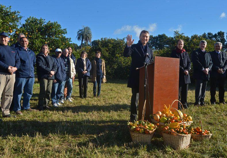 Cresto aprovechó la llegada de Macri para presentarle el proyecto.