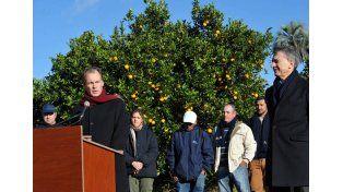 Bordet resaltó que la multinacional triplicará la compra de naranjas en la provincia. Foto Cultura y Comunicación Entre Ríos.