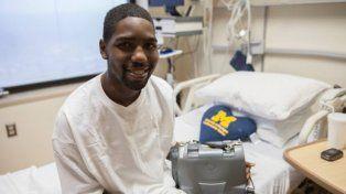 Sobrevivió 17 meses sin corazón gracias a esta herramienta en su mochila