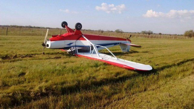 Cayó una avioneta al costado de la Autopista La Plata Buenos-Aires