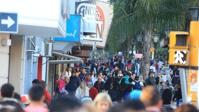 El último fin de semana largo muchos locales comerciales abrieron sus puertas.