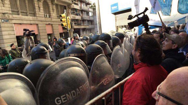 Reprimieron la marcha contra Macri en el día de la Bandera